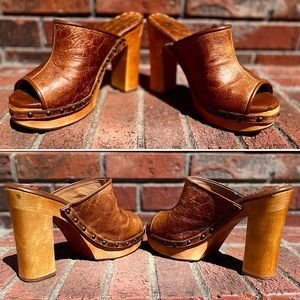 TWO LIPS 👄-Size 10-Distressed Leather Platform Clogs